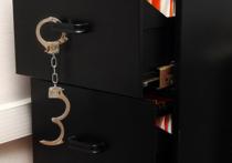 Преступников, ограбивших банк в Нижнем Новгороде и музей Исаака Левитана в Плесе, удалось задержать правоохранителям в Москве, сообщает МВД РФ
