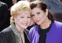 """Ушла из жизни американская актриса и певица Дебби Рейнольдс, мать недавно скончавшейся Керри Фишер, известной по роли принцессы Леи в киносаге """"Звездные Войны"""""""