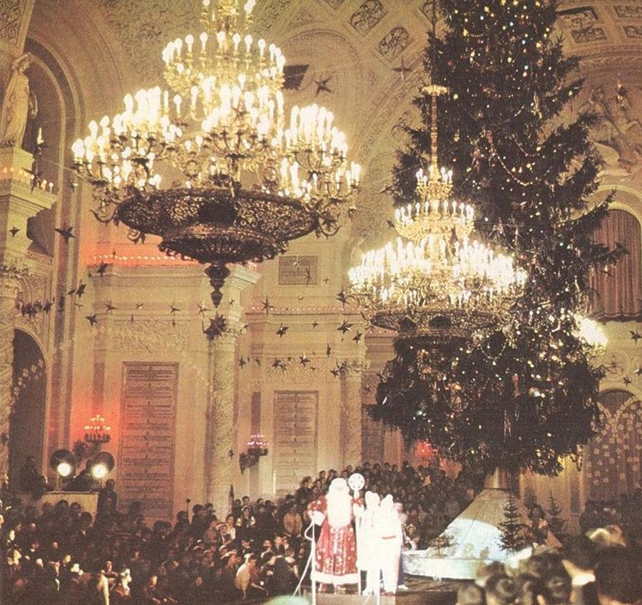 Уникальные архивные кадры Нового года: от царских времен до СССР