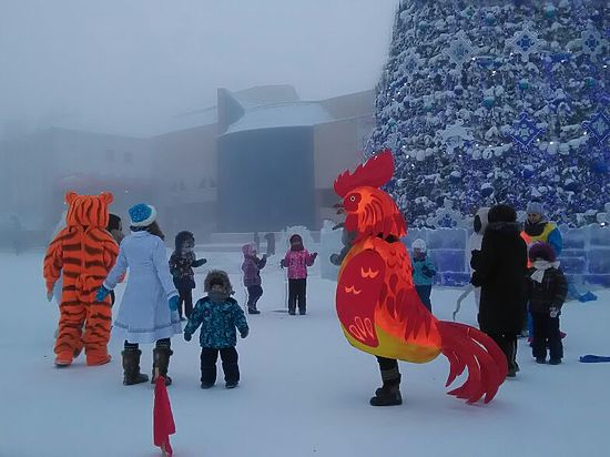 В -45 в Якутске дети водят хороводы