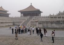 Группа исследователей, представляющих Институт атмосферной физики Китайской академии наук, пришла к выводу, что резкий рост числа машин не является единственной значимой причиной, по которой над Пекином установился так называемый «вечный смог»
