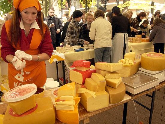 Россияне вынуждены отказываться от сыра и масла