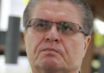 Бывший министр экономического развития РФ Алексей Улюкаев, обвиняемый в получении взятки в 2 млн долларов, останется под домашним арестом еще два месяца
