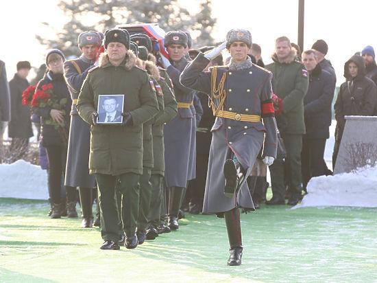 «После мальчика хоть записи остались»: сегодня похоронили артистов ансамбля Александрова