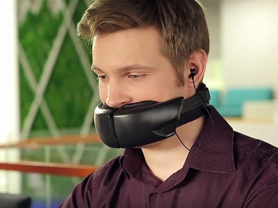 Украинские инженеры разработали «голосовую маску» для разговора по мобильному телефону