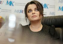 Известной российской певице украинского происхождения Наташе Королевой все же разрешат приехать в Киев, чтобы проститься со своей бабушкой. Ранее певица пожаловалась в соцсетях, что из-за попадания в черный список СБУ не может проститься с родным человеком.
