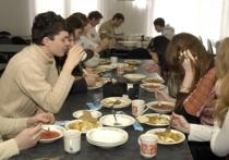 Кто из cтудентов разных времен не сталкивался во время учебы с теми или иными безобразиями в вузовских столовках? Одних упорно кормили несвежими продуктами, если не полной тухлятиной; другим задирали заоблачные цены, сократив при этом до едва различимого минимума порции; у третьих не в меру воровали продукты, оставляя в общем студенческом котле разве что одни рожки да ножки; в столовках четвертых годами не мыли столов и стен; а в некоторых случаях водились все эти прелести вместе взятые