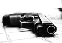 Дерзкое нападение на столичного предпринимателя было совершено в среду вечером в Пресненском районе Москвы