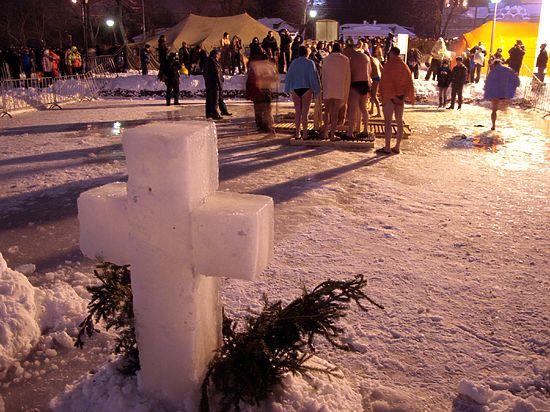 До настоящий крещенских купаний созрели далеко не все медийные персоны: кто-то прыгает  в снег, кто-то в ванну
