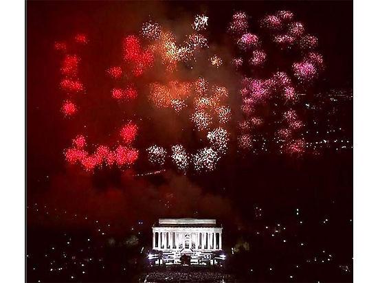 В небе над Вашингтоном появились буквы