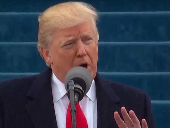 45-му президенту США вручную вышили праздничный платок