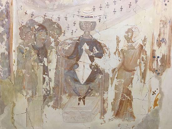Псковичи нашли золото Троицы и решили снять с него «порчу»