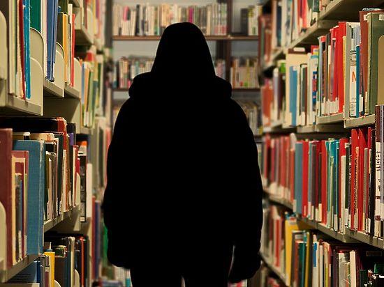 Выпускницы знаменитой «Лиги школ» обвинили директора и заместителя в домогательствах