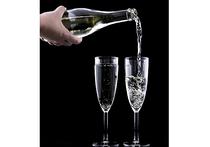 Устраивать бурные возлияния, на которых дорогое импортное шампанское будет литься рекой, смогут иностранные спортсмены в период Кубка Конфедераций и ЧМ-2018 по футболу