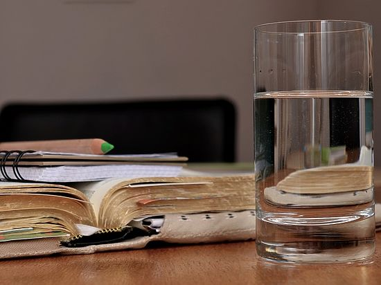 Выпить полстакана воды рекомендуется после завтрака