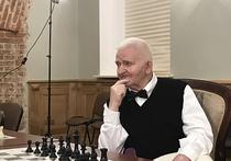 После двух перенесенных недавно инсультов десятый чемпион мира по шахматам Борис Спасский не теряет бодрости духа, но видно, как ему сейчас нелегко