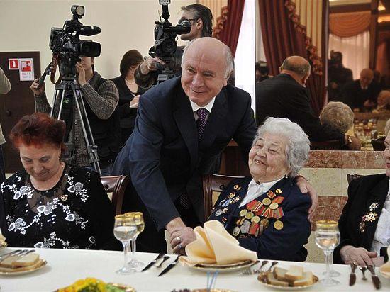 «Для тех, кто получает большие пенсии в размере 40-50 и даже 25-30 тысяч рублей или является работающим пенсионером, отсутствие некоторых льгот не будет катастрофичным», - считает губернатор.