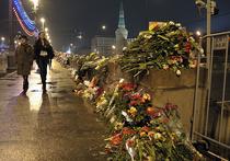 «Проходил на днях по Большому Москворецкому мосту и обратил внимание на цветы и лампадки на месте убийства Бориса Немцова