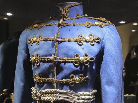 На выставке мундиров показывают, что носили «металлисты» 220 лет назад