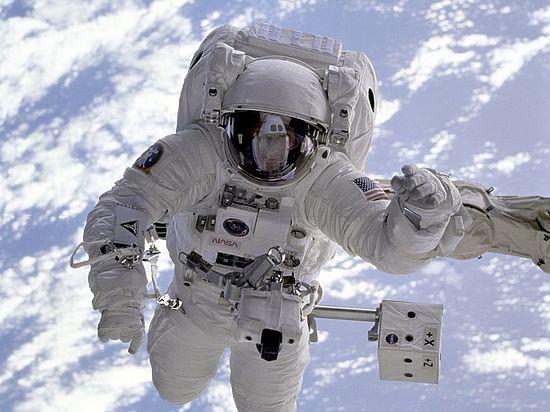 Астронавты-близнецы помогли ученым выяснить, что космос временно «омолаживает» человека