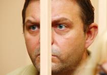 Невеста Никиты Белых отозвала жалобу на следователя, не разрешавшего им пожениться