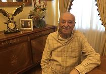 В Театре имени Вахтангова, куда его приняли еще в1945году, 94-летний Владимир Абрамович Этуш выходит на сцену чаще, чем многие звезды помладше,— не реже раза в неделю, иногда и через день