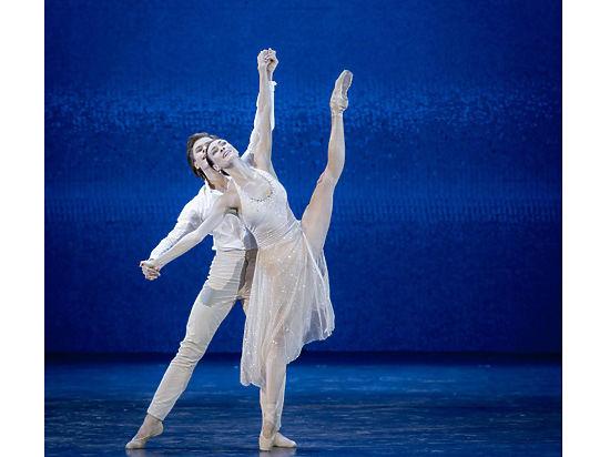 В Молодежном театре публике дарили хореографические «Валентинки»