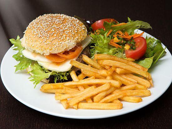 СМИ: диетолог заявил, что здорового питания не существует