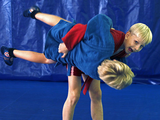 Занятия самбо в школах и вузах станут обязательными