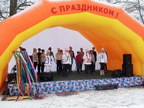 В Васильевском лакомились блинами и веселились от души