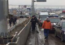 Обрушение конструкции со свеженалитым бетоном при строительстве автомобильного тоннеля на 23-м км Калужского шоссе привело в четверг к трагедии — один рабочий погиб, трое пострадали