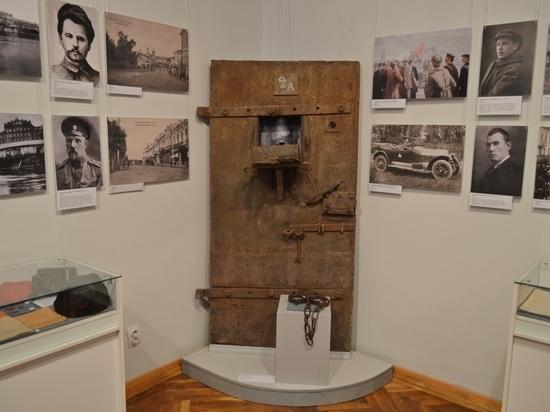 В смоленском Историческом музее открылась выставка к 100-летию переворота 1917 года