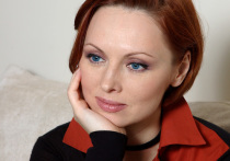 Пресненский суд Москвы в четверг снял обвинение в нанесении побоев супругу с популярной сериальной актрисы 44-летней Елены Ксенофонтовой