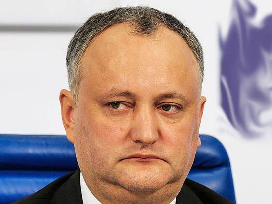 Президент Молдовы оправдался перед российским коллегой за демарш прозападных соотечественников