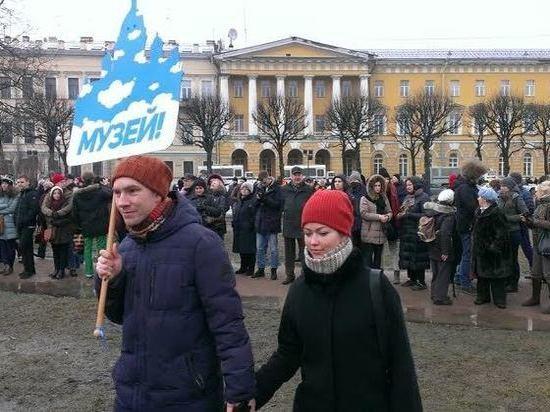 Актер Краско и режиссер Сокуров выступили на митинге в защиту Исаакия