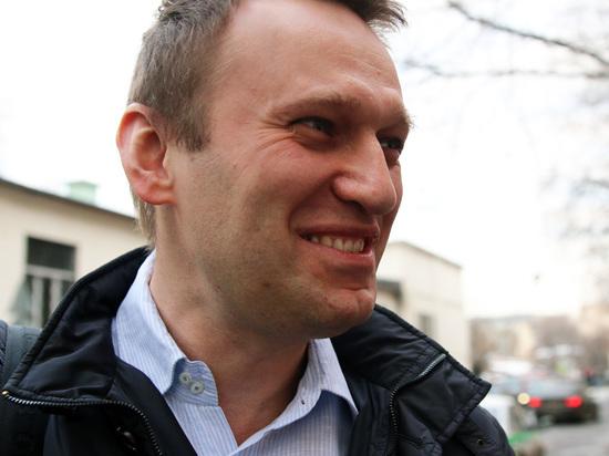 Недовольный тарифами на ЖКХ новосибирец забросал Навального яйцами