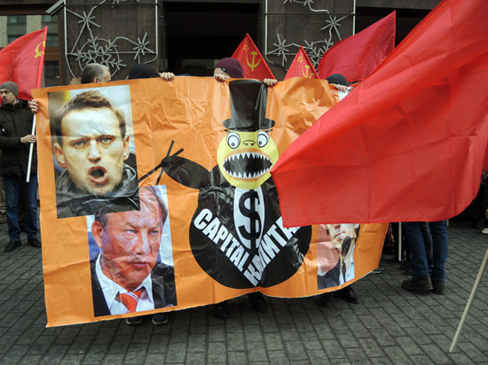 Навального заслали к коммунистам