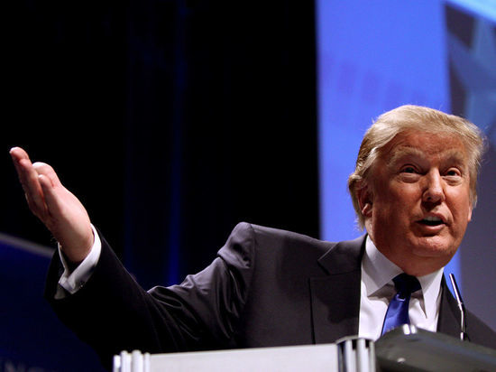 Трамп призвал проверить контакты Клинтонов с Россией