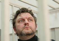 Бывший губернатор Кировской области Никита Белых, обвиняемый  во взятке в 400 тысяч евро, останется в СИЗО еще на три месяца. В среду Басманный суд Москвы рассмотрел ходатайство СКР о продлении ему меры пресечения. Защита экс-чиновника громогласно заявила, что уголовное дело буквально разваливается.