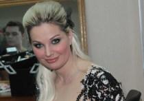 Оперная певица и бывший депутат Госдумы Мария Максакова решила перенести концерт, посвященный памяти ее супруга Дениса Вороненкова. Он был застрелен в Киеве на прошлой неделе.