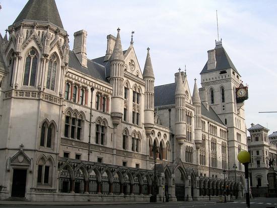 Иск России к Украине: решение лондонского суда грозит Киеву разорением