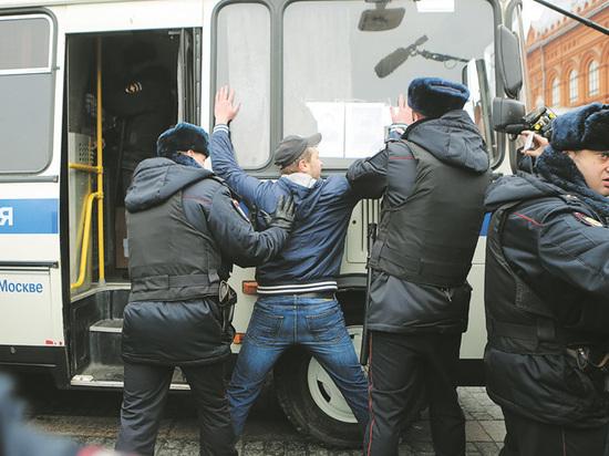 Второапрельский троллинг: на протестный митинг в Москве пришли противники Майдана