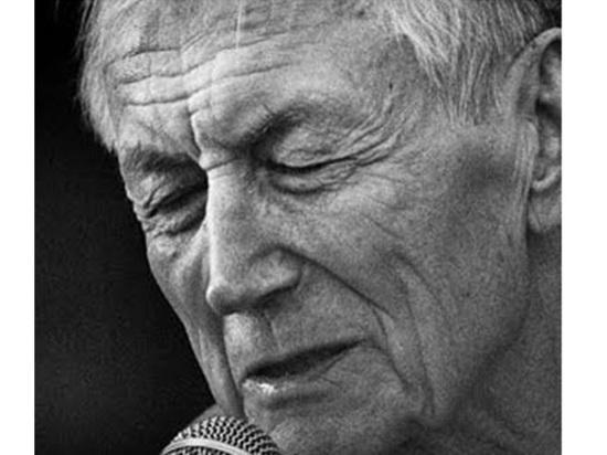 Конец эпохи: ушел первый поэт России