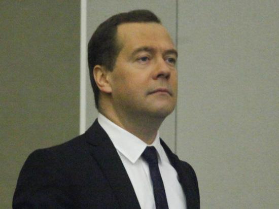 Госдума отвергла предложение КПРФ расследовать нападки на Медведева «судимого персонажа»