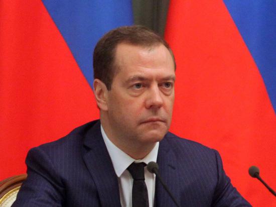 Социолог рассказал, причастно ли расследование Навального к падению доверия премьеру