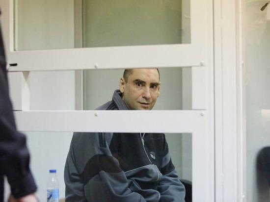 Старший лейтенант Михаил Дроник расправился с супругами, их семилетним сыном и поступил с телами как в фильмах ужасов
