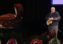 На прощании с Евгением Евтушенко певец Никитин выполнил  обещание поэту