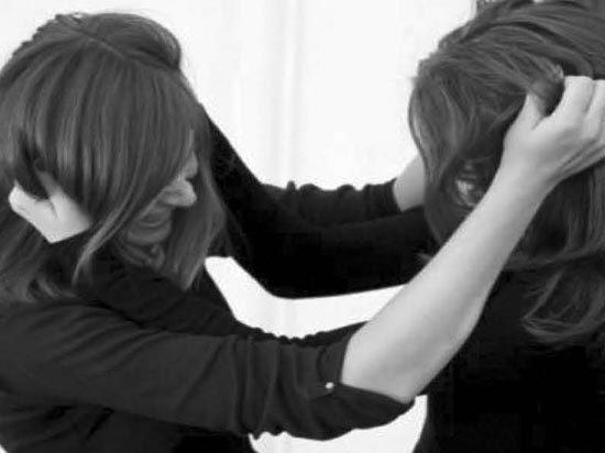 Ссора детей на детской площадке переросла в баталии между мамами