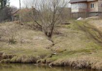 В деревне Каргашино на три дня отключили центральный водопровод и отопление, а поскольку дежурный колодец тоже не работал, то жителям этого самого отдаленного места Серпуховского района даже негде было взять воды