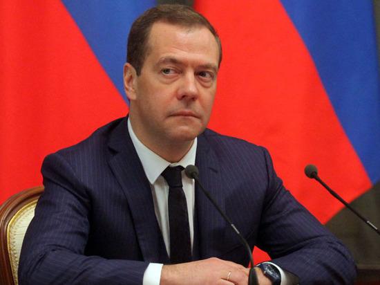 Неча на «Леваду» пенять: Медведев действительно теряет популярность, настаивают социологи